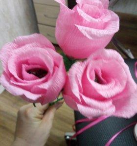 Розы из конфет