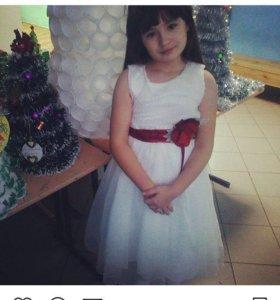 Продам платье на девочку р134-146