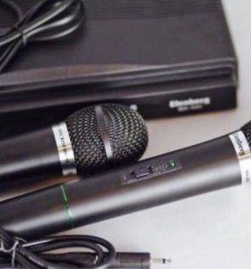 Два беспроводных микрофона в коробке