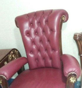 Кресло, стол, в комплекте.