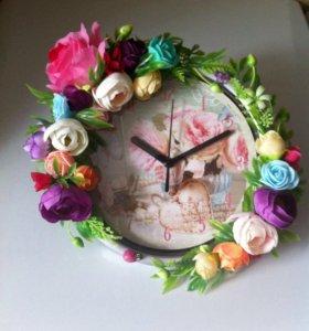 Часы с цветочным декором. Ручная работа.