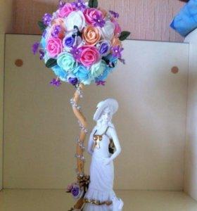 Цветочное дерево с статуэткой