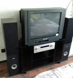 Телевизор, тумба под телевизор.