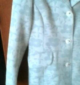 Пальто голубое,