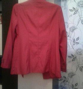 Куртка-пиджак женская красного цвета