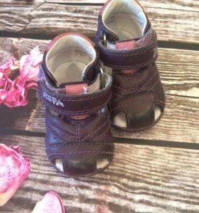 Ботинки на первые шаги