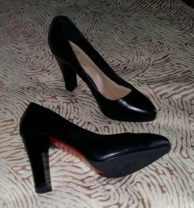 Новые туфли р.36,37