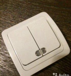 Двухклавишный выключатель для домашнего освещения