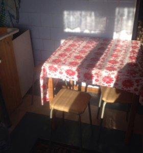 Стол + 3 табурета