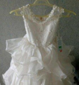 Продаётся платье для девочки от 3—6 лет.