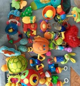 Коврик с игрушками