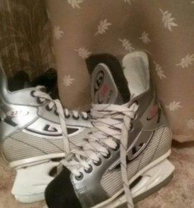 коньки хоккейные р.36 ( 24 см.)