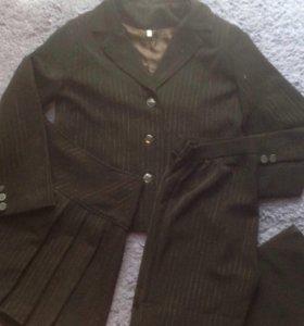 Продаётся костюм тройка на девочку 8-10 лет