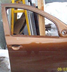 Дверь передняя правая на Рено Дастер