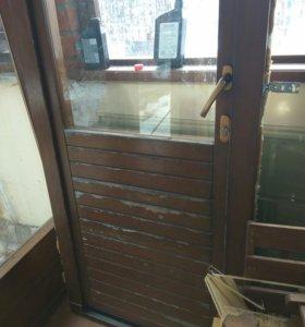 Двери деревянные с фурнитурой