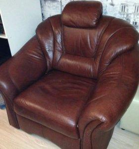 Кресло-кровать кожаное.