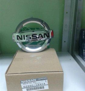 Эмблема решетки радиатора Nissan