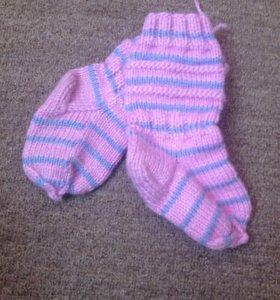 Вязанные носочки для малыша