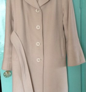 Бежевое шикарное пальто