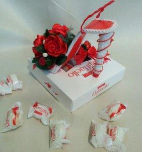 Композиция с конфетами Раффаэлло