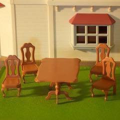 Кукольный стол со стульями