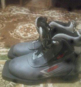 Ботинки лыжные на мальчика
