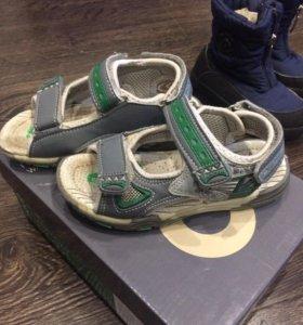 Продам сандали