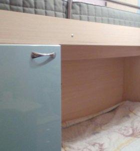 Двухярусная кровать+шкафчики,торг уместин