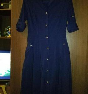 Длинное в пол стильное платье.