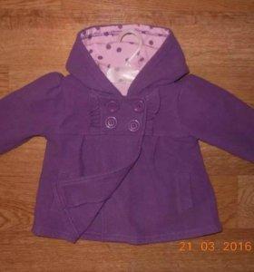 Легкое флисовое пальто на 68 размер.