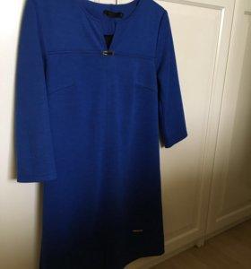 Ярко-синее платье .