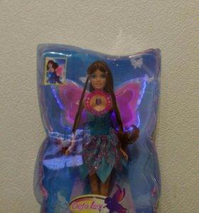 Кукла с светящимися крыльями.