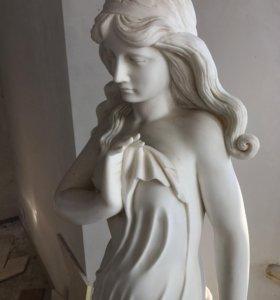 Мраморна я статуя