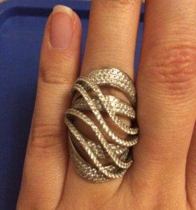 Кольцо серебро и фианиты 16,5