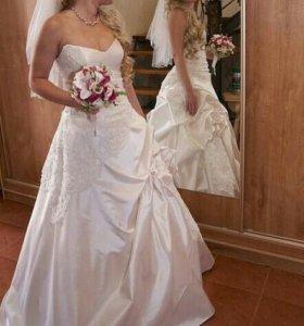 Свадебное платье 42-44 89042569479