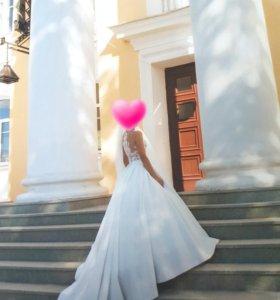 Счастливое ,шикарное свадебное платье