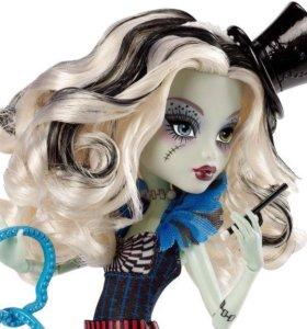 Новая кукла Monster High Frankie Stein