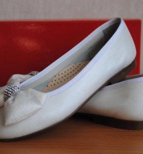 Туфли нарядные белые Eli, размер 36.