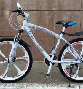Велосипед BMW и Mercedes Benz на литых дисках