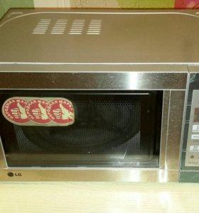 Микроволновая печь lg. Мощность 1000 W.