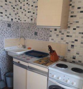 Кухонный стол и шкафы б/у