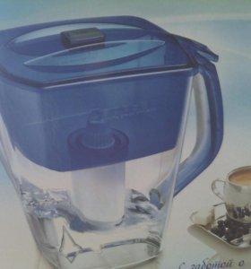 Фильтр-кувшин для воды новый с картриджем.