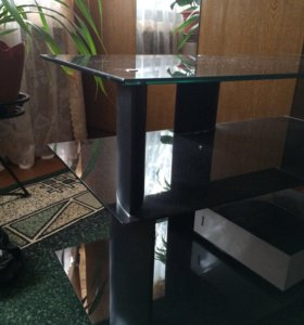 Стол под аудио-видео аппаратуру