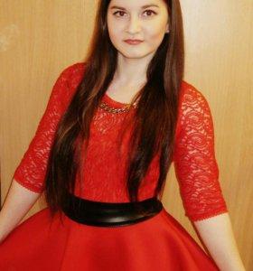 Красная платье