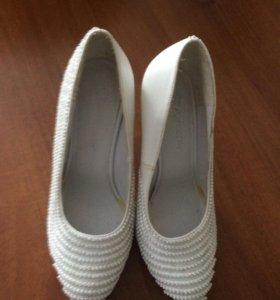 Туфли свадебные , натуральная кожа, в стразах.