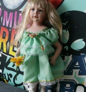 Фарфоровая кукла 17