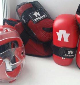 Перчатки, футы, шлем