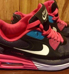 Кроссовки Reebok. Nike.
