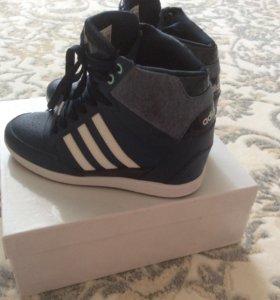 Adidas женские кроссовки сникеры