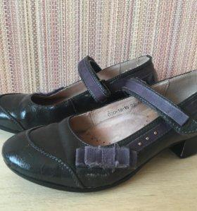 Туфли школьные б/у
